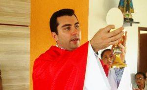 Padre Vinícius e o cálice roubado: valor sentimental