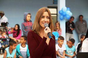 """Paulene, secretária de educação: """"Merenda escolar hoje é melhor que refeição da minha casa"""" (foto: Ascom)."""