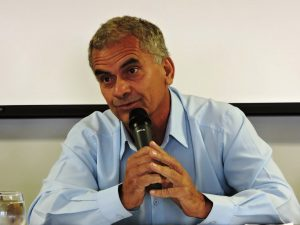Vereador Nego questiona se entrega está sendo feita por profissional habilitado