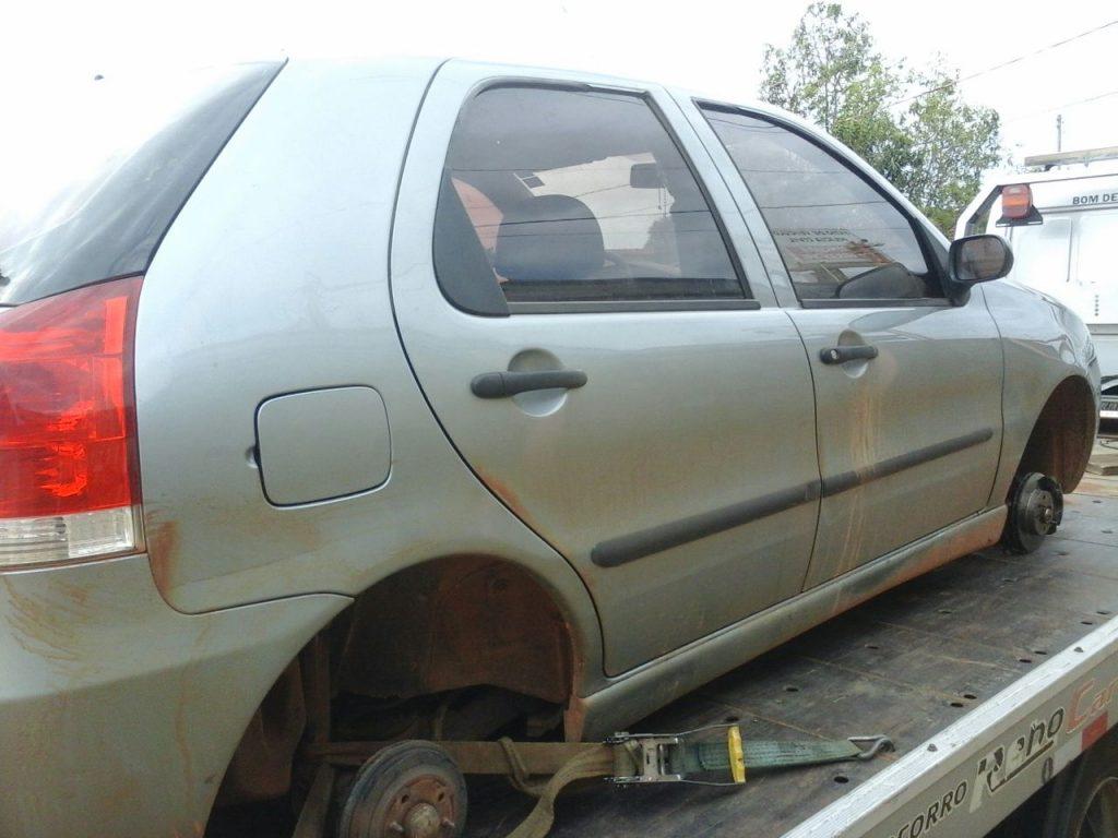 O automóvel foi localizado em uma estrada vicinal no município de Bom Despacho