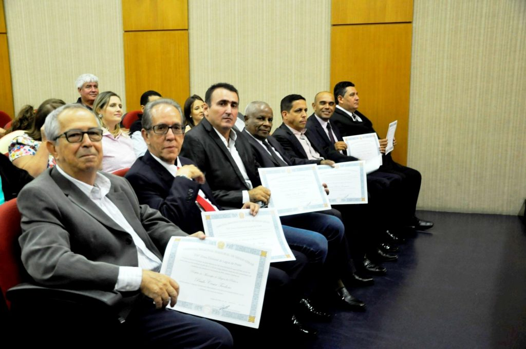 Da esquerda para a direita: Zezinho (representando o prefeito Paulinho), Toninho Sampaio (representando o vice Ismar Roberto) e os vereadores Olair Dias (Preto), Joanes Bosco, Adriano Moreira, Cabo Nunes, Kito da Peteca.