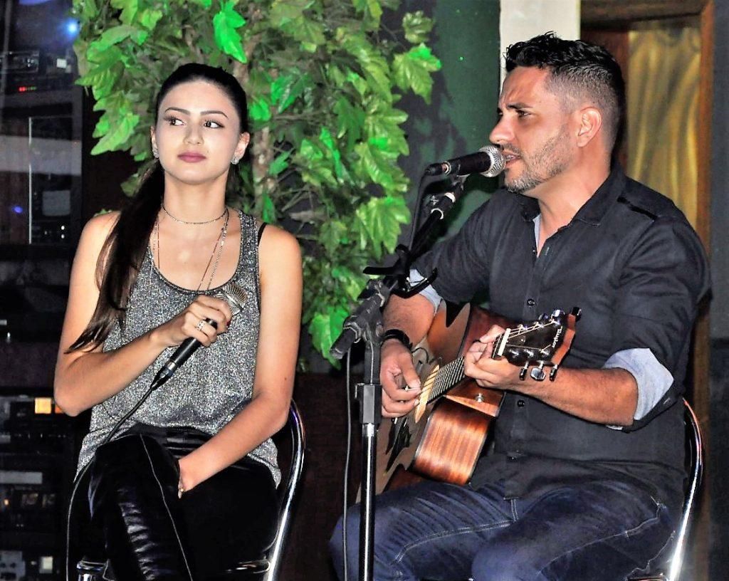 A dupla Patrício e Marina fechou a noite com um belo show musical.